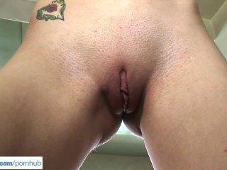 Mae Lynn Dildos Her Pussy