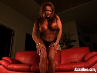 Mature Muscle Woman Masturbation Her Huge Clit