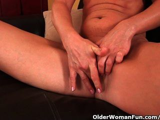 Older Woman With Small Breasts And Hot Body Masturbates