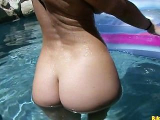 Jayden Jaymes Plays With Her Wet Pussy In The Pool