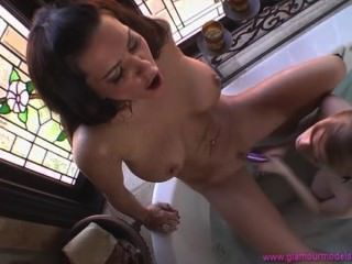 Faye Reagan In The Bath With A Hottie!