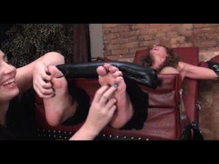 Mature arrogantic foot mistress