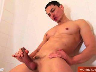 Spanish Guy Get Wanked Under A Shower !