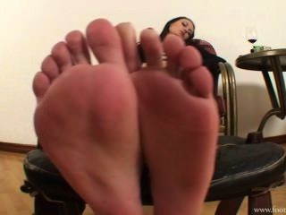 Mistress Amanda Remove Her Shoes