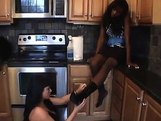 Very sensual Ebony footworship that milf