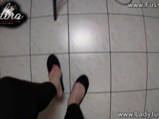 Domina Zeigt Ihre Füße In Ballerinas Wichsanweisung