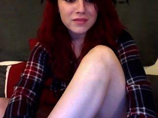 Webcam Girl Plays