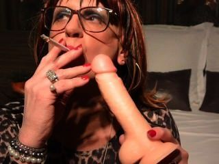 Cynthia Cd/tv Practicing Smoky Bj On Her Dildo
