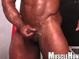 Musclebull Tanned Shaved