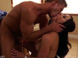 Sexy Milf Kendra Lust Suck A Big Cock