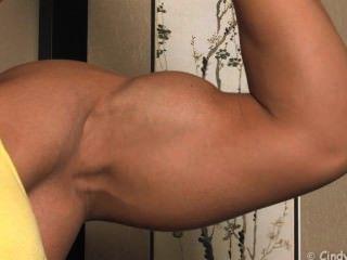 Cindyp Yellow Top Closeup Biceps