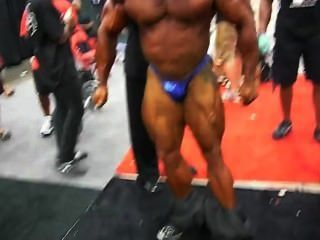Greek Musclebull Manolis: Backstage Ess 2010