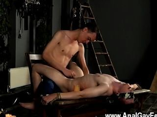 Gay Twinks The Masochistic Fellow Has His Gimp Tied Down And Blindfolded,