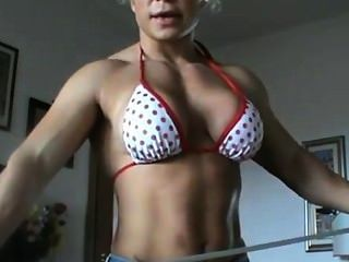 Female Bodybuilder Strength Feat