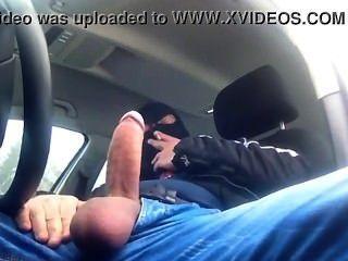 Masturbándose En El Auto