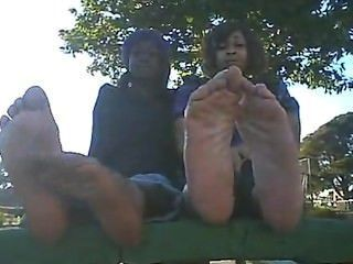 2 Ebony Girls Show Soles