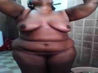 Indian - Mallu Bbw In Bathroom Recording By Her Lesbian Friend