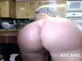 Black Guy Licking Wife Pussy In Kitchen Live