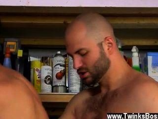Hot Gay David Likes His Men Manly!