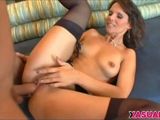 Cougar Syren De Mer Gets Deep Anal Penetration