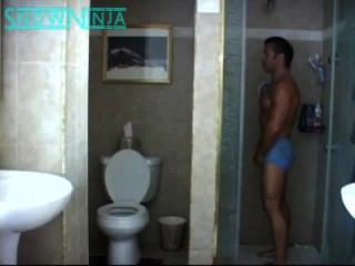 Verbal Italian Bodybuilder Shower & Cum In Reverse