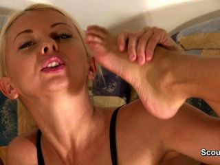 Very Flexbile And Skinny Germen Teen Show What She Can !