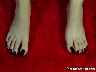 Mature dangling and wiggling long toenails