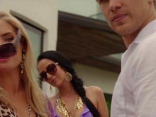 Merritt Patterson - Sophie Colquhoun - The Royals S01e06