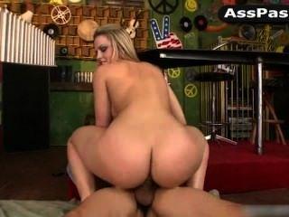 Pornstar Alexis Texas Riding Cock