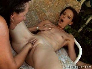 Un Jolie Trio Avec Une Femme Mature