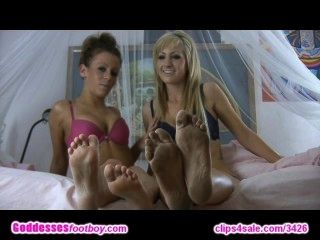 Teens Show Their Soles!