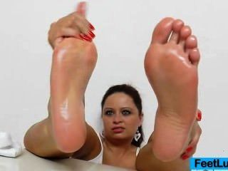 Awesome Bare Foot Show Of A Juicy Brunette Princess