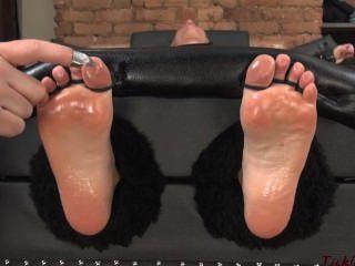 Niki Lee Tickle Hypnotized