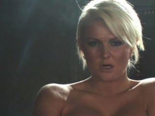 Simone Toon Smoking 6