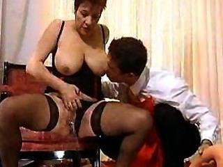 Sexy Pissing Mamma